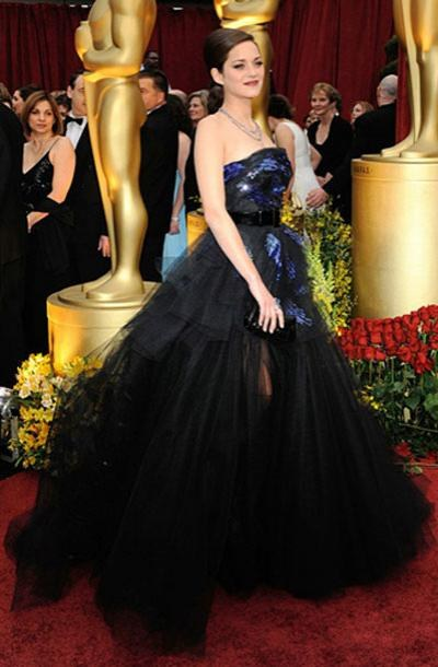 Актриса Марион Котийяр в платье Christian Dior Couture, украшениях от Chopard.